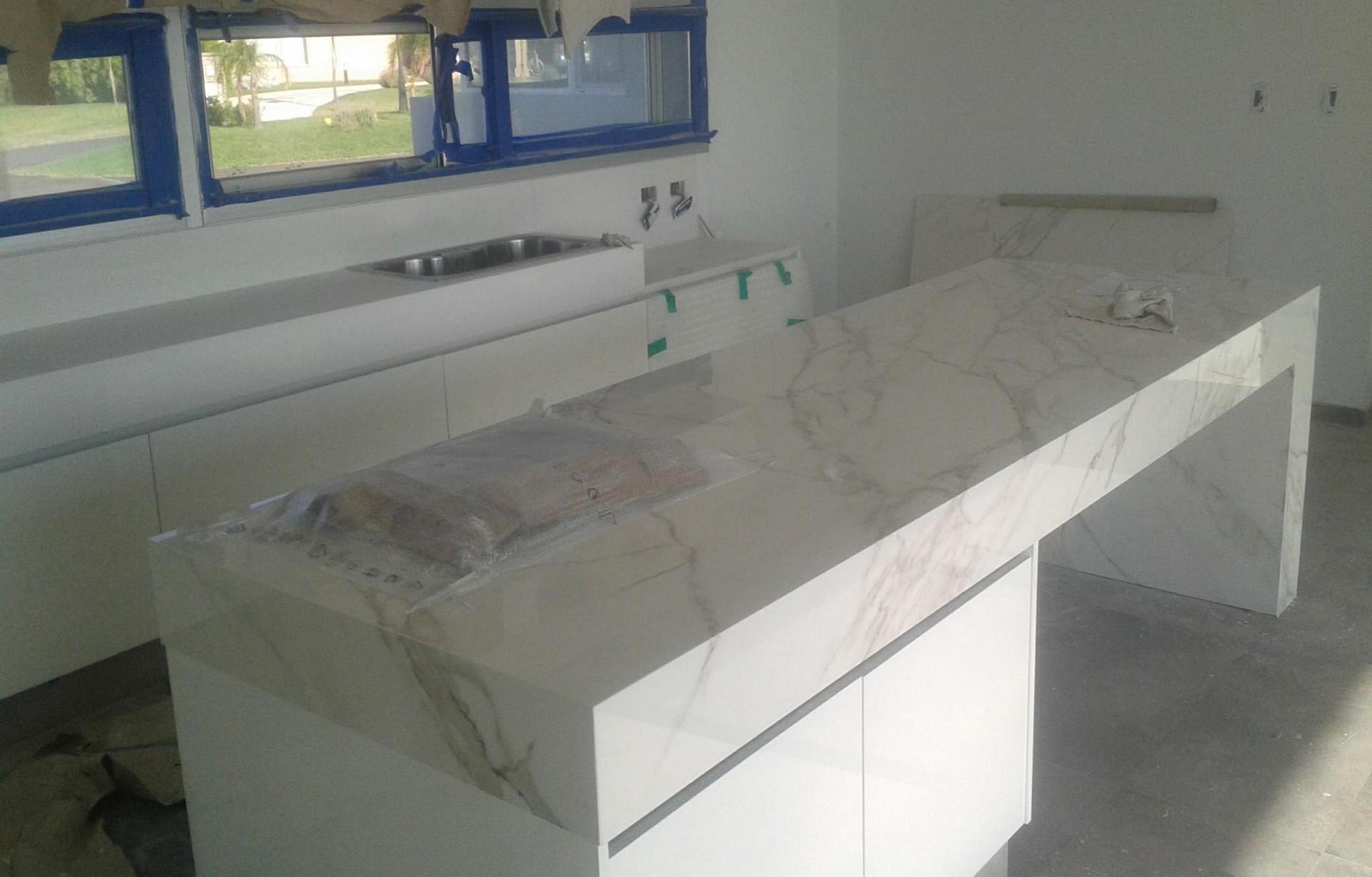 Mesada de cocina massarelli marmoles y granitos for Granitos y marmoles cocinas